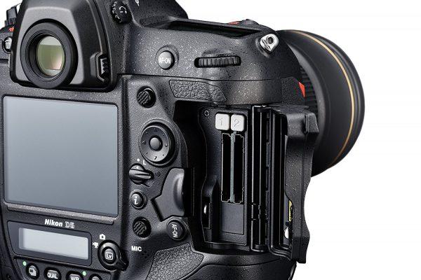 Nikon D5 Dual xqd retro schede